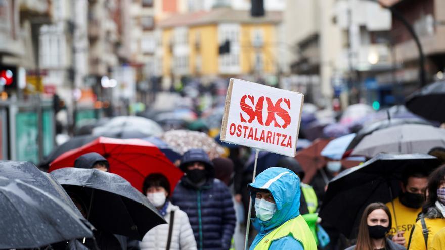 Más de 50 colectivos alaveses perjudicados por la pandemia exigen empleos dignos