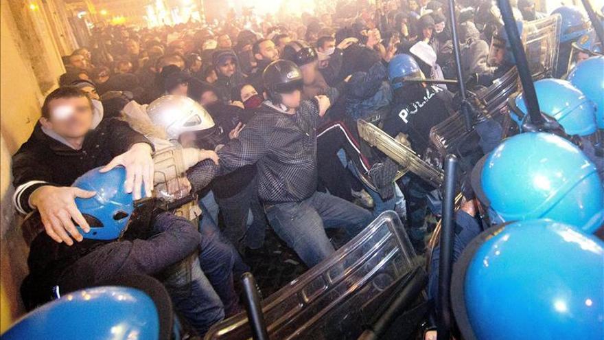 Altercados en el centro de Roma durante el encuentro entre Letta y Hollande