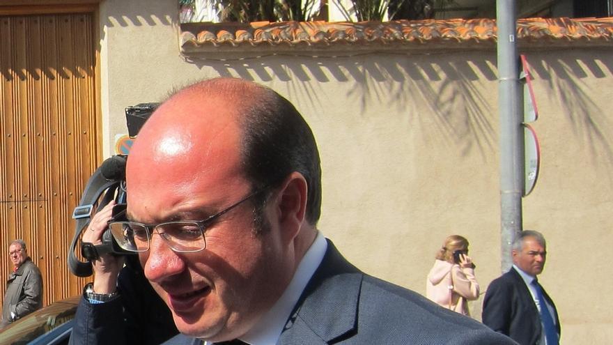 El candidato del PP en Murcia dice que prefiere ser incómodo al partido que a los murcianos