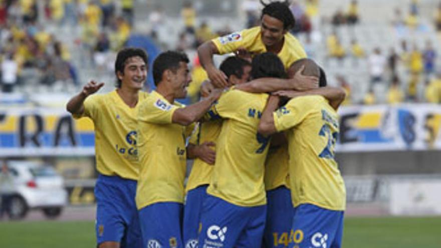 Un triunfo garantiza la permanencia de la UD Las Palmas en Segunda división. (QUIQUE CURBELO)