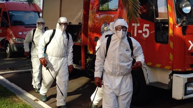 Bomberos desinfectan la residencia Berra de Donostia
