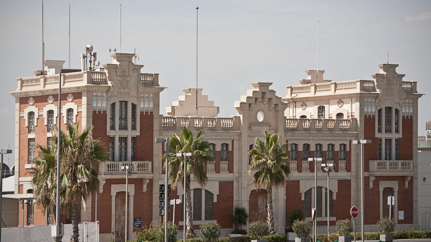 Edificio del antiguo varadero del puerto de Valencia