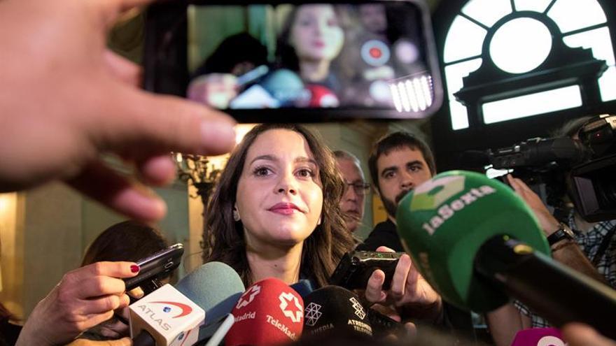 Arrimadas pide valentía a soberanistas para asumir en público farsa de procés