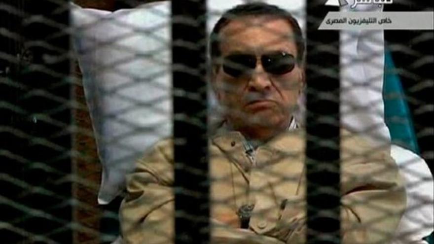 Mubarak, durante uno de sus juicios.