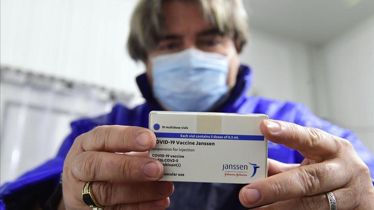 La aplicación de la segunda inyección se realizó entre seis y ocho meses después de la primera