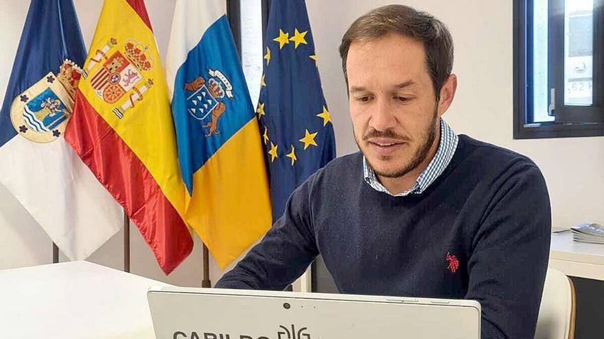 El presidente de la Fecai pide al Gobierno de Canarias seguir trabajando para paliar el sobrecoste del combustible en las 'Islas Verdes'