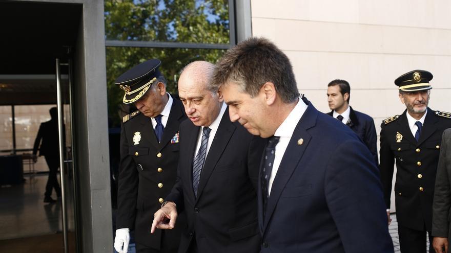 Fernández Díaz, junto al director y el exnúmero dos de la Policía