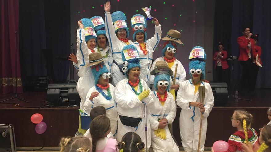 Ganadoras del premio al mejor disfraz grupal del Carnaval Trail 2016.