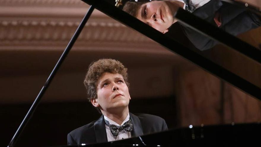 El joven pianista polaco Szymon Nehring gana el prestigioso premio Rubistein