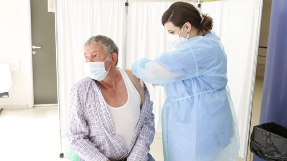 Vacunación con Janssen en Las Fuentes Norte (Zaragoza).