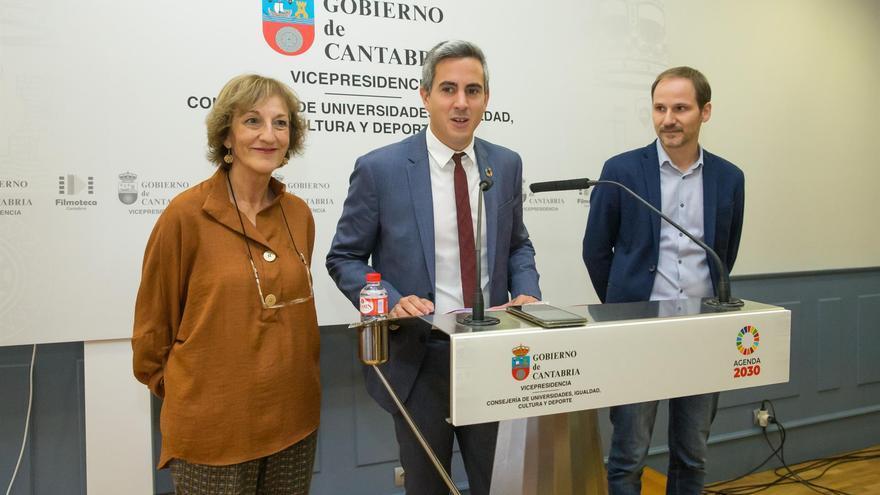 Pablo Zuloaga, vicepresidente y consejero de Universidades, Igualdad, Cultura y Deporte, y Antonio Navarro, director de la Filmoteca, en rueda de prensa