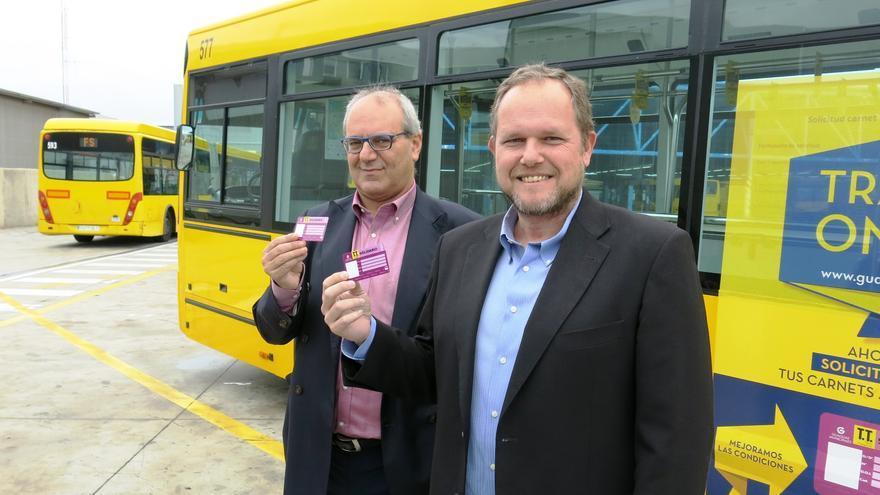 El director general de Guaguas Municipales, Miguel Ángel Rodríguez y el concejal de Movilidad del Ayuntamiento de Las Palmas de Gran Canaria, José Eduardo Ramírez.