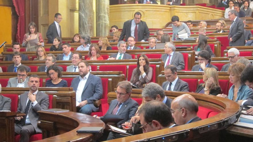 ERC vota en el Parlamento a favor de una consulta unilateral y CiU la rechaza