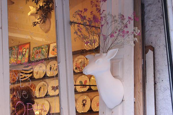 El ciervo Gerardo en la tienda de Guille García-Hoz | Fotografía: Somos Chueca