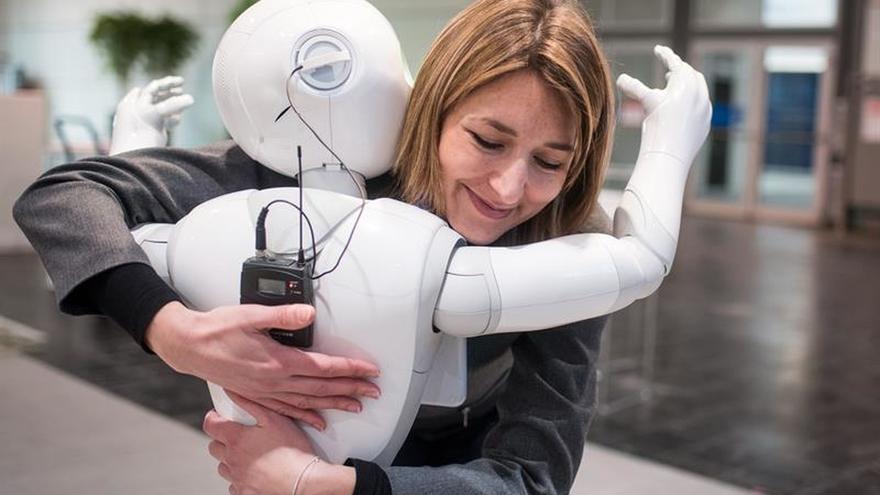 Abre en Japón la primera tienda atendida exclusivamente por el robot Pepper