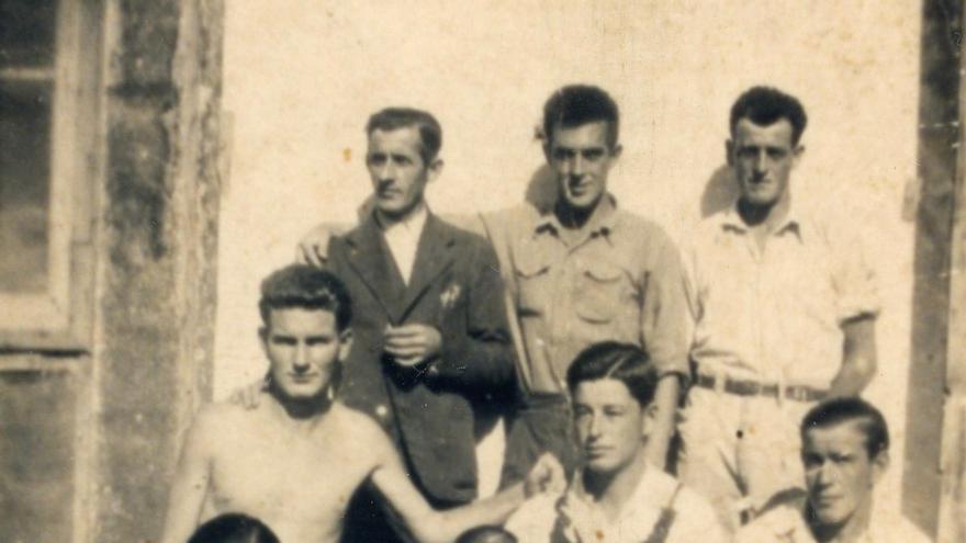 El cántabro Julio Vázquez en el Campo de Barcarés.   DESMEMORIADOS