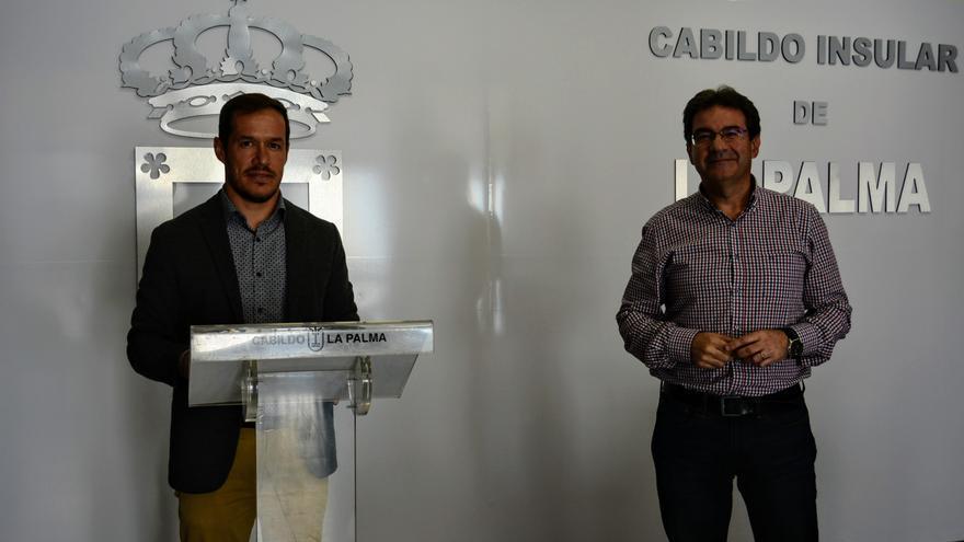 Mariano Hernández Zapata,m presidente del Cabildo de La Palma, y José Adrián Hernández, vicepresidente.