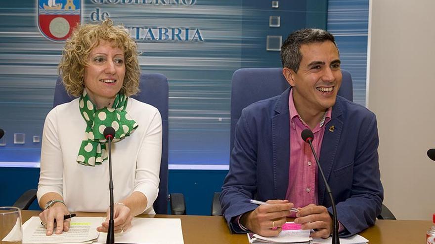 Eva Díaz Tezanos y Pablo Zuloaga en una rueda de prensa en el Gobierno de Cantabria. | NACHO ROMERO