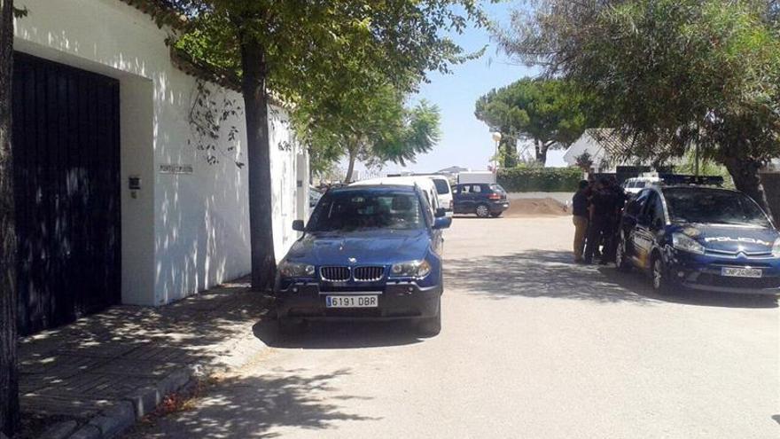 El exconsejero Ojeda llega esposado a los juzgados de Cádiz