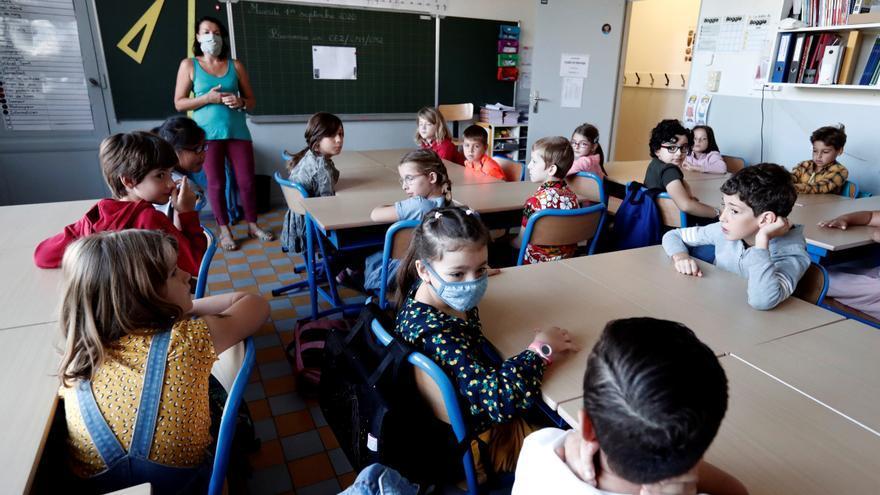 Las primeras bajas de profesores por COVID-19 ponen al descubierto un sistema precario e inseguro de sustituciones