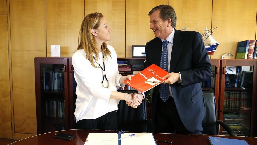 Cantabria firma la adhesión del Santander a la línea de microcréditos del ICAF