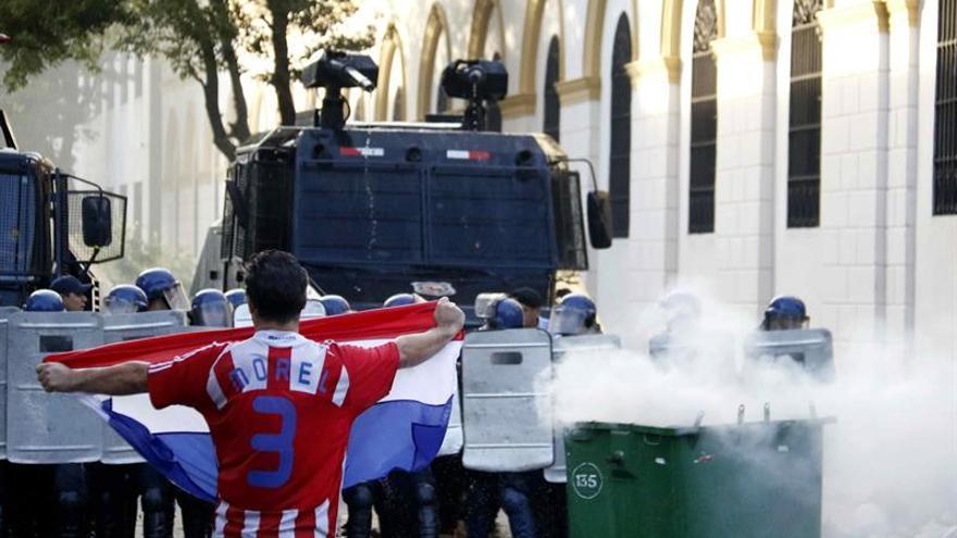 Manifestantes toman el Congreso paraguayo tras enfrentamientos con policías