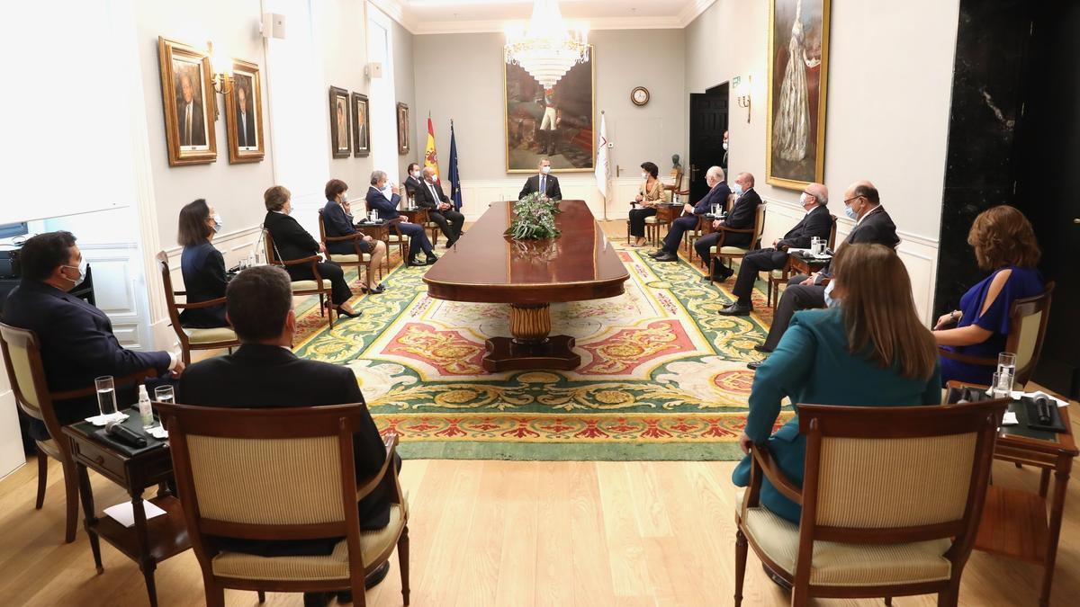 El Pleno del Tribunal de Cuentas, en una reunión presidida por el rey
