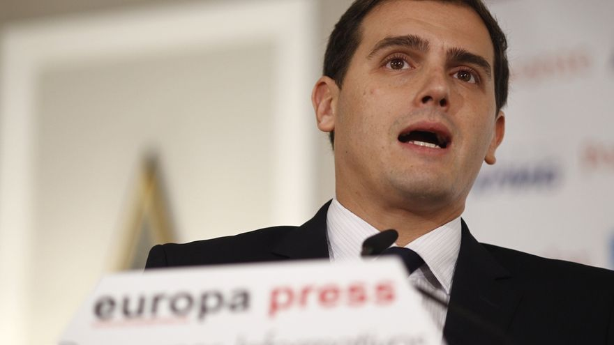 """Rivera dice que las encuestas son """"un aliento"""", pero se niega a hacer como Podemos y creerse ya ganador"""
