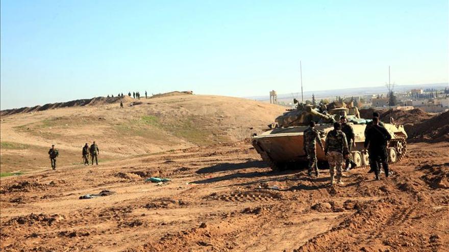 Bombardeos contra blancos petroleros en zonas bajo el control del EI en Siria