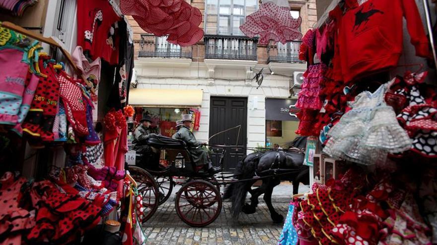 """El """"Alumbrao"""" abre una Feria que adapta el calendario oficial a la realidad social"""
