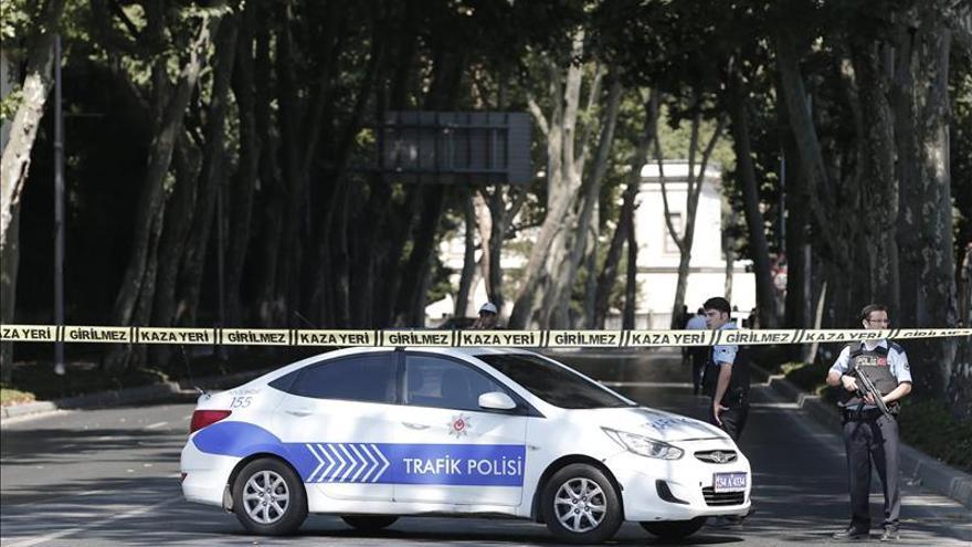 Dos mujeres mueren en Estambul en una operación antiterrorista de la policía