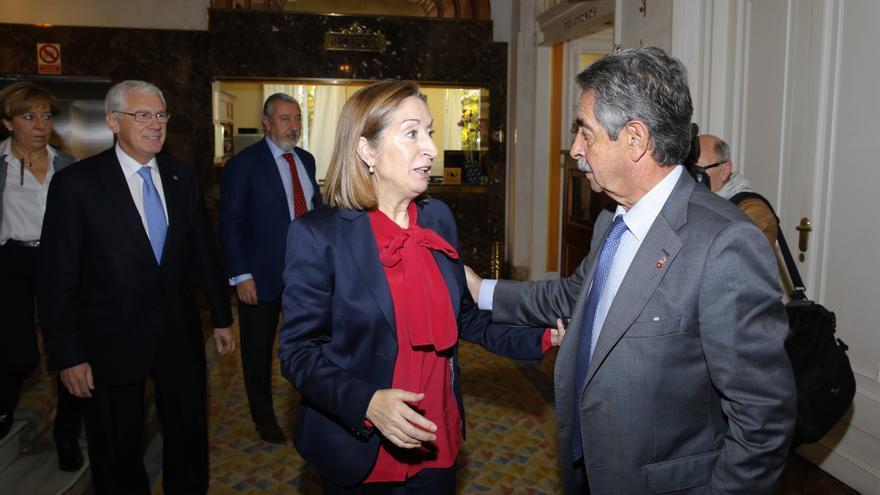 Ana Pastor y Miguel Ángel Revilla, en el Hotel Real. | José Ramón Cavia