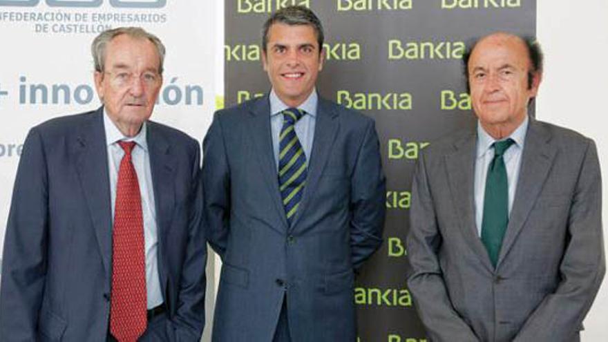 Rafael Montero, secretario general de la Confederación de Empresarios de Castellón, el primero por la derecha, en un acto de Bankia
