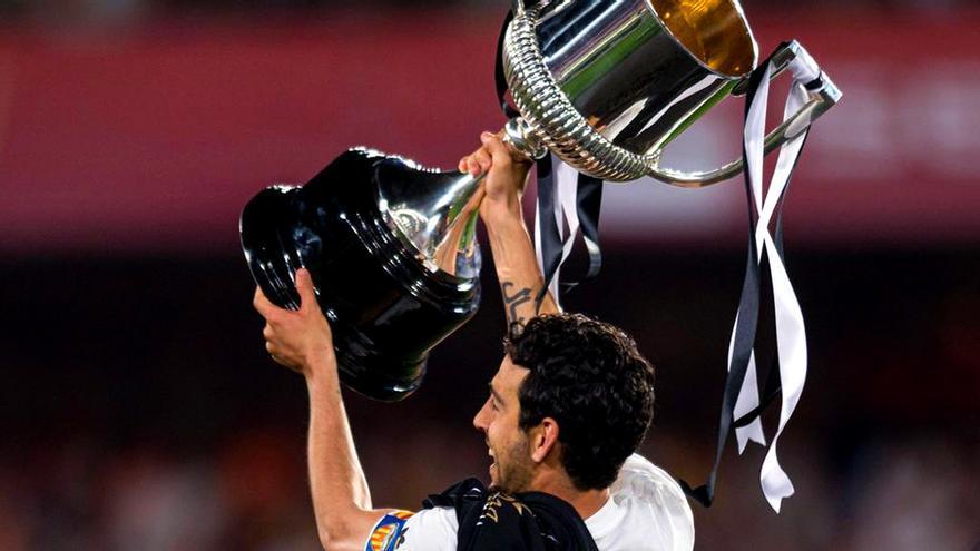 Dani Parejo con la Copa del Rey