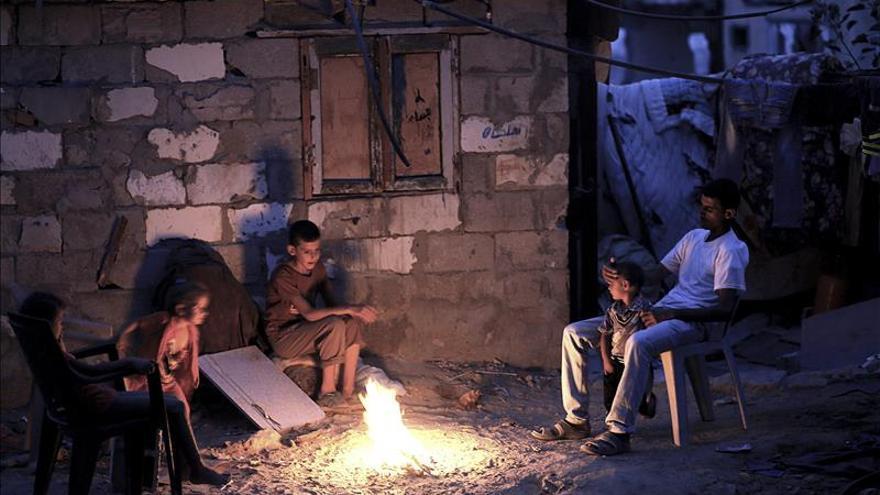 Además de la electricidad, la Autoridad Palestina ha recortado el salario de los funcionarios en la Franja un 30%.