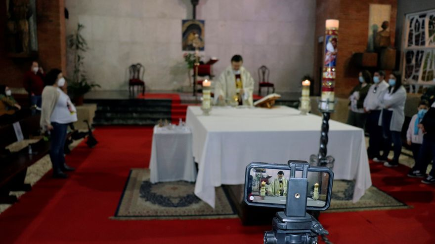 Ceremonias en línea: cómo casarse con cientos de testigos en plena pandemia