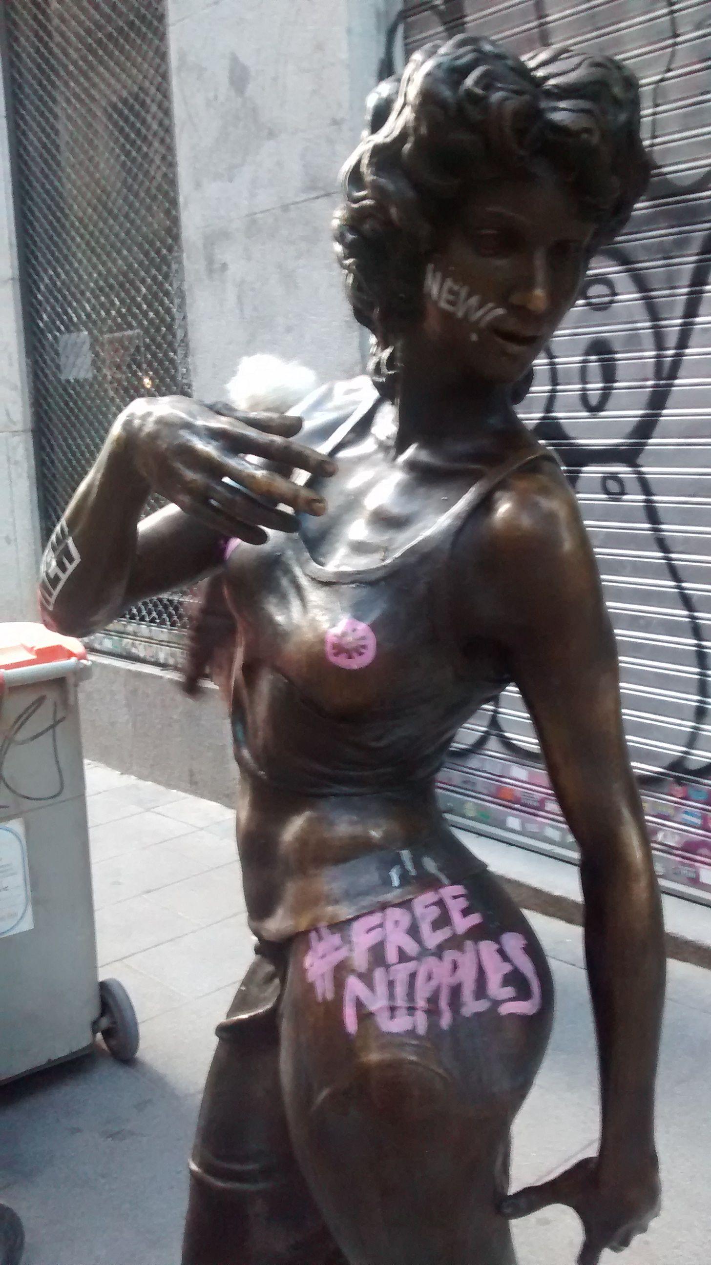 Imagen de 'La paseante' pintada | SOMOS MALASAÑA