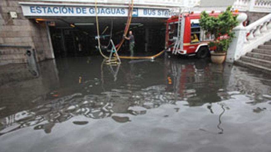 Efectos de la lluvia en la Estación de Guaguas de San telmo. (QUIQUE CURBELO)