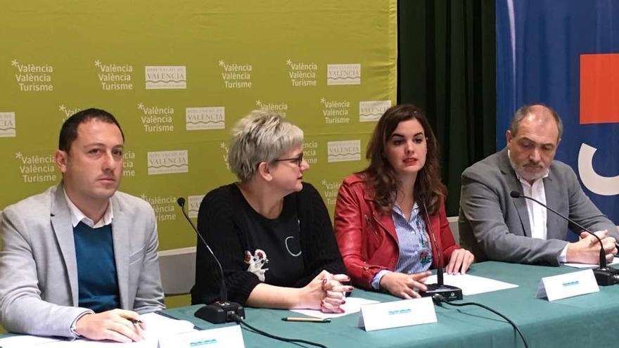 Pilar Moncho (izquierda) y Sandra Gómez en la presentación de las líneas de actuación en 2017