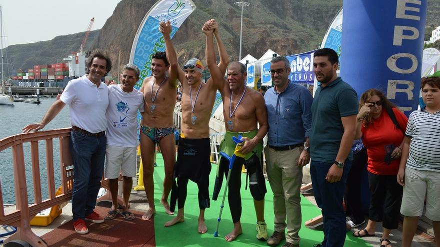 Los vencedores de la II Travesía a Nado Isla de la Palma.