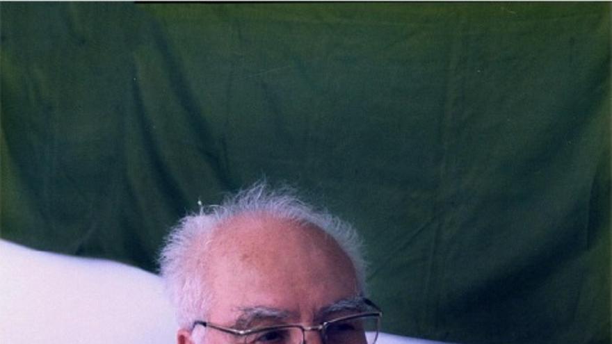 Juan Régulo Pérez (1914-1993). En la Sociedad Esperantista de Tenerife, S. Agustín, 23, La Laguna, Tenerife, a los 76 años de edad. Foto: Leandro Trujillo Casañas, 1990.