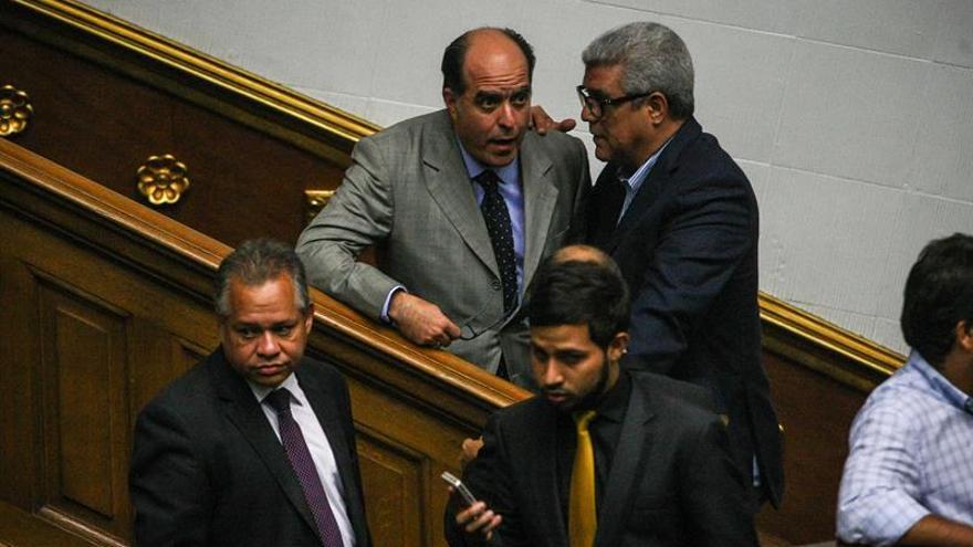 El Parlamento venezolano denuncia la prórroga del decreto de emergencia económica