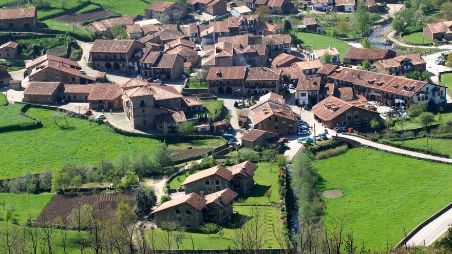 Pueblo de Carmona (Cantabria)   JOAQUÍN GÓMEZ SASTRE