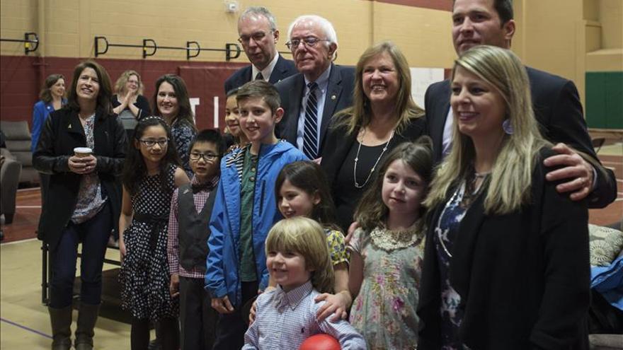 Clinton concede la victoria a Sanders en las primarias de Nuevo Hampshire