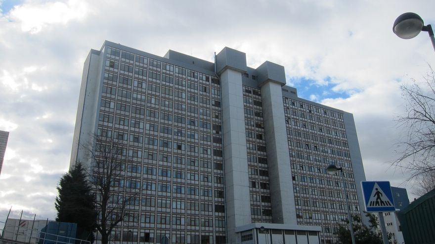Sanidad estudia vallar el perímetro de la Residencia para impedir el acceso de vehículos por seguridad