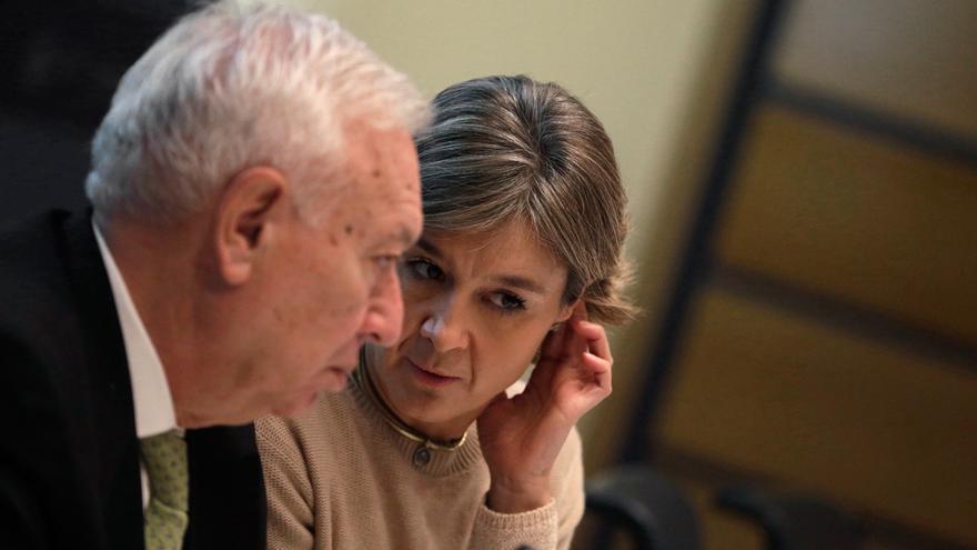 """José Manuel García Margallo e Isabel García Tejerina, durante la jornada """"Las Claves de la Cumbre del Clima: Paris 2015″. EFE/Javier Lizón"""