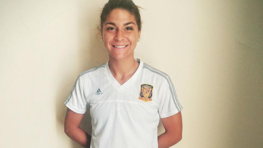 Sandra Hernández posa en el hotel antes de la final del Europeo Sub'19.Sefutbol.