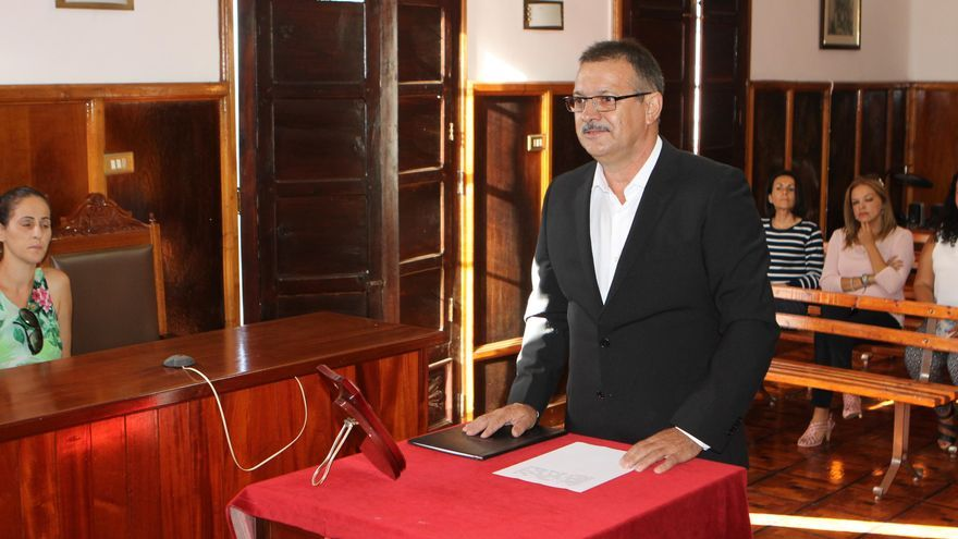 José Francisco González Camacho, en el acto de toma posesión del cargo de concejal del grupo Popular en el Ayuntamiento de El Paso.