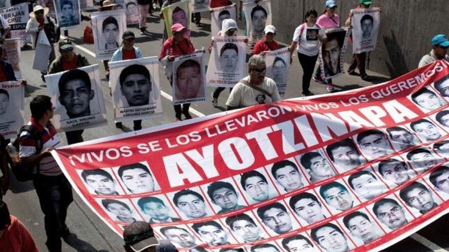 Dictan prisión contra el jefe de la Policía en caso de desaparecidos de Ayotzinapa