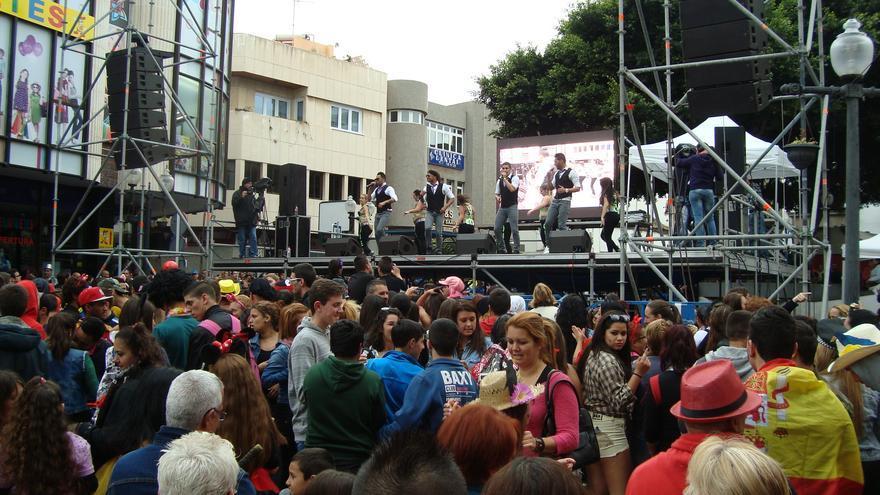Carnaval de Día con la actuación del Combo Dominicano